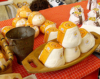 "Festival of the cheese "" Afuega'l Pitu "" the third Sunday of January. La Foz, 1km."